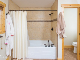 42-Master-Bath-KJC_6805